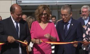 La alcaldesa de Aranda, con el Director de Transportes de la Junta, Ignacio Santos, y el Subdelegado del Gobierno, Roberto Saiz, en la inauguración de Fiduero.