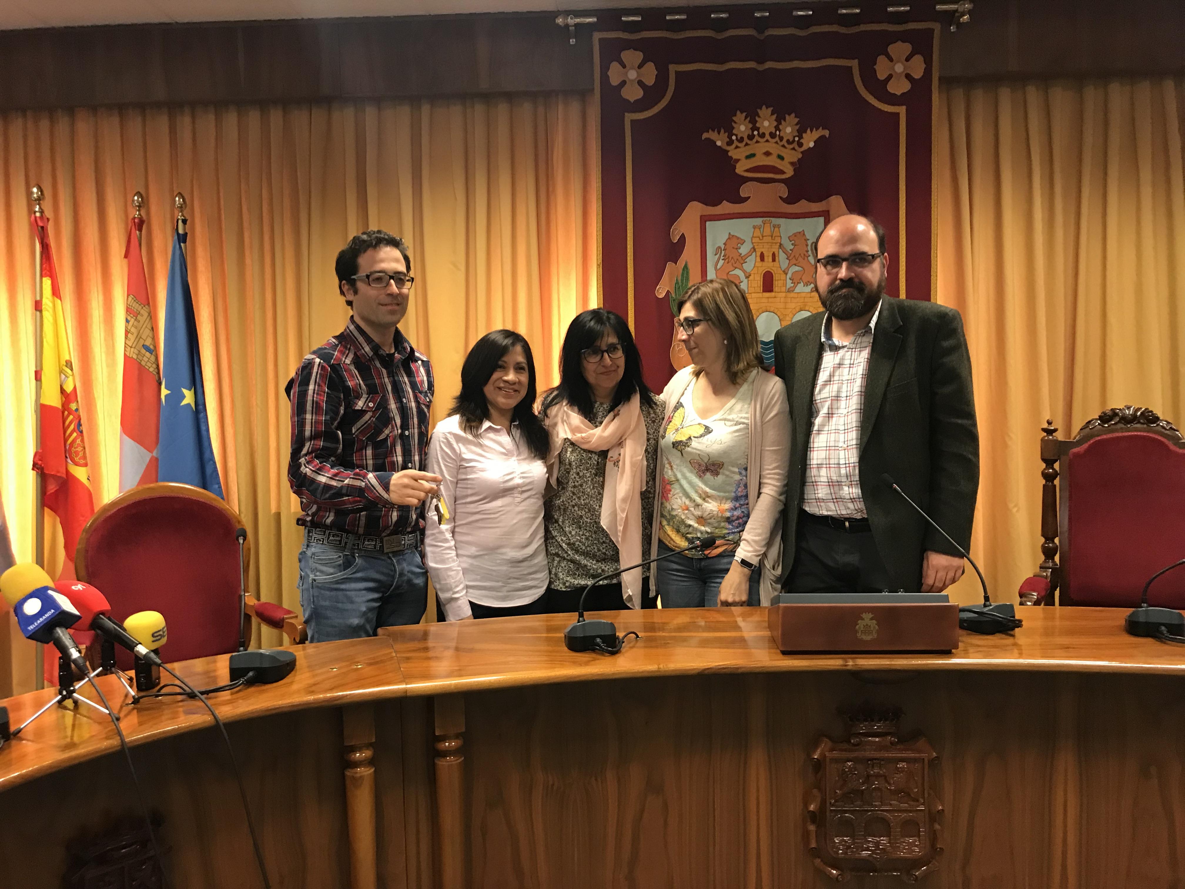 Entrega de llaves a la asociación de Autismo en Aranda