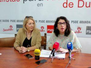 Amparo Simón (i) y Mar Alcalde (d) sobre rueda de prensa del PSOE