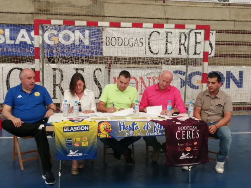 Firma del convenio Blasgon y Bodegas Ceres