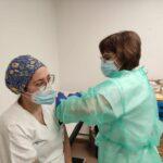 El Hospital Santos Reyes vacuna al 30% de su personal frente a la Covid-19